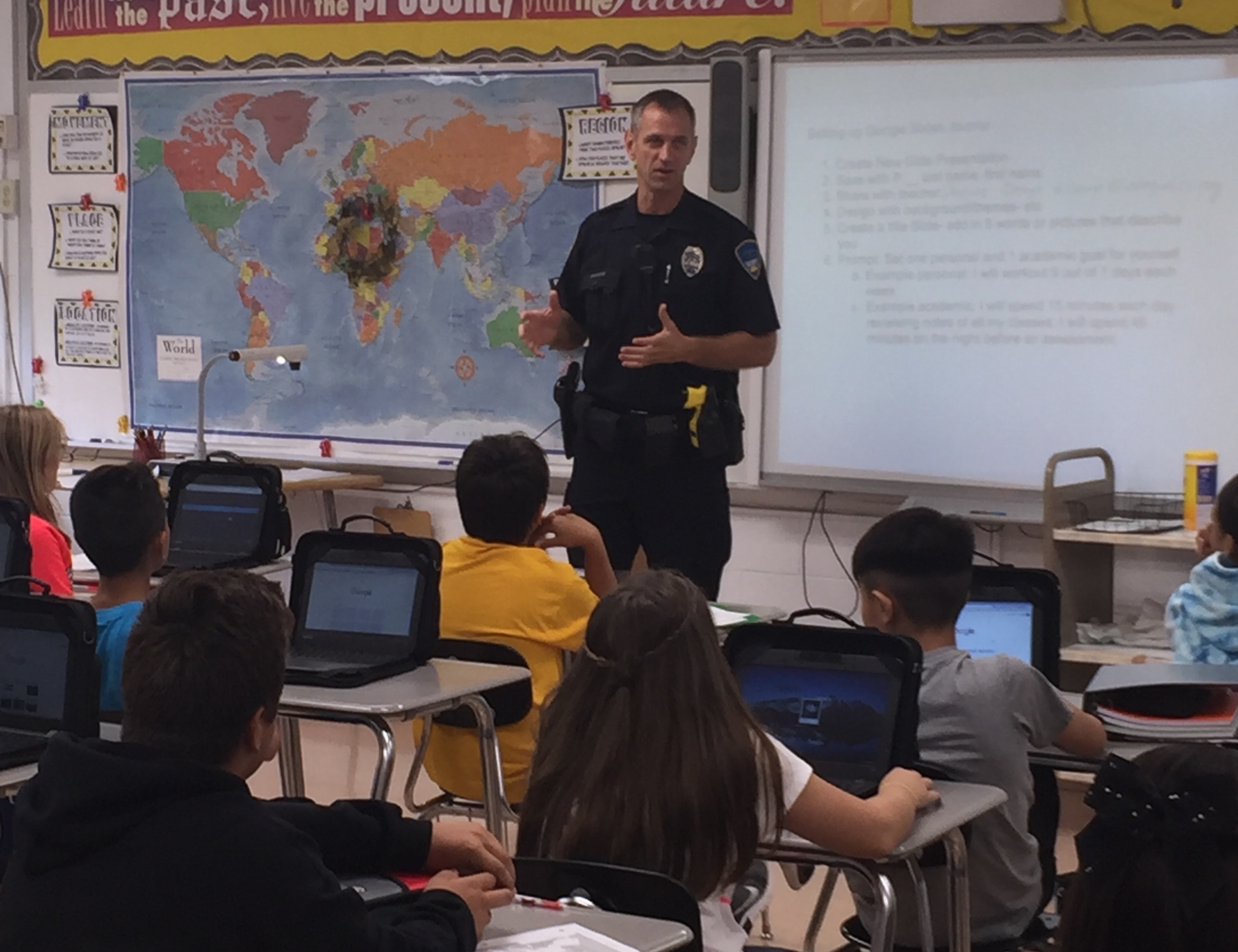 Officer Potter speaking to students